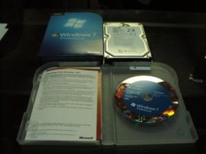 Windows 7のパッケージを開封。