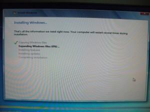DVDからWindows 7をインストール中・・・
